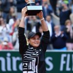 Ashleigh Barty raising the 2019 Roland Garros trophy