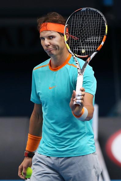 Rafael Nadal breaks string during 2015 Australian Open practice (Jan. 13, 2015 - Source: Michael Dodge/Getty Images AsiaPac)