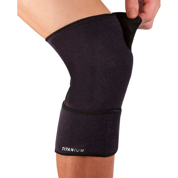Ti22 Adjustable Closed Knee Support